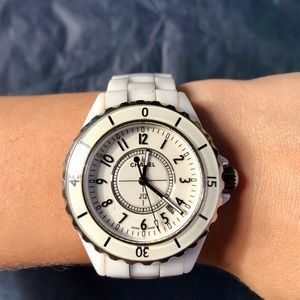 Chanel J12 Quartz watch H0968
